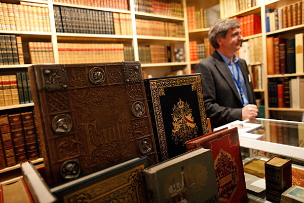 Experts will look at your items to determine if you have for Antique items worth a lot of money